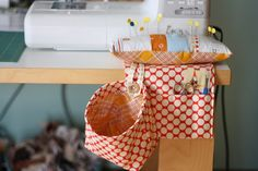 Sewing Cushions pin cushion thread catcher caddy - Okay, it really wasn't that bad, but it seemed like so many steps when I was cutting apart the most Sewing Hacks, Sewing Tutorials, Sewing Crafts, Sewing Projects, Sewing Patterns, Fabric Crafts, Scrap Fabric, Sewing Caddy, Sewing Desk