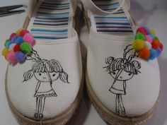 zapatillas pintadas a mano y decoradas