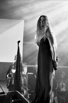 Joss Stone ft LeAnn Rimes - Summertime - https://www.youtube.com/watch?v=hn6nuqC6cFA