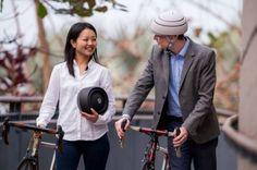 El uso de bicicleta como medio habitual de transporte es una práctica cada vez más común alrededor del mundo, y uno de los problemas que muchos diseñadores han intentado resolver, es el uso de casco.
