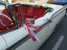 # - Oldtimer-Blumenschmuck // Dreamday with Dreamcar - Dream Cars, Mustang, Wedding, Flower Jewelry, Garlands, Wedding Anniversary, Convertible, Antique Cars, Ribbons