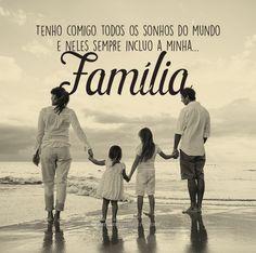 Tenho comigo todos os sonhos do mundo e neles sempre incluo a minha... Família. #mensagenscomamor #diadafamília #amor