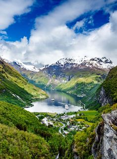 20 Photos That Will Inspire You To Travel To Norway - Avenly Lane Travel The famous Geiranger Fjord in Norway! Click through to see 20 more photos that will inspire you to travel to Norway! Lofoten, City Trip Europe, Jotunheimen National Park, Places To Travel, Places To See, Wonderful Places, Beautiful Places, Nature Photography, Travel Photography