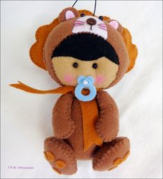 Bebê vestido de leão