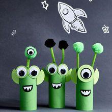 Crafts for Kids Crafts for kids Cardboard Aliens Craft Activities, Preschool Crafts, Kids Crafts, Space Activities For Kids, Summer Activities, Family Activities, Arts And Crafts For Kids Toddlers, Cardboard Crafts Kids, Space Theme Preschool
