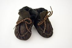 Baby booties First Steps crochet shoe slippers made by lefushop Leather Texture, Soft Leather, Brown Leather, Baby Booties, Baby Shoes, Baby Slippers, Crochet Shoes, Gifts For My Boyfriend, Handmade Baby