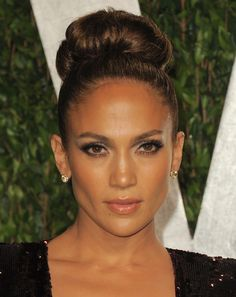 Jennifer Lopez in H.Stern 18k Noble Gold and cognac diamonds Zephyr ring at the Vanity Fair Oscar Party - 2012
