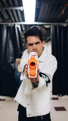 At The Disco Lockscreen Wallpaper Brendon Urie Daft Punk, Brendon Urie Memes, Band Memes, Panic! At The Disco, Emo Bands, Pop Punk, My Chemical Romance, Twenty One, Music Stuff