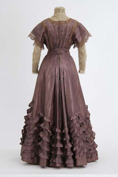 Day dress, 1906-10  From the MINNESOTA HISTORICAL SOCIETY