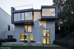 Fassadenfarbe einfamilienhaus  Schöne Terrasse und großer Garage im weißen luxus Haus - Weiß als ...