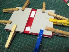 Tutorial: Un paso a paso para hacer un tarjetero en cartonaje | Aprender manualidades es facilisimo.com