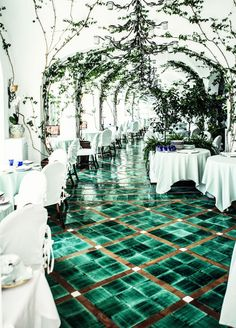 very famous Sirenuse Hotel, Positano, Amalfi Coast, Oh The Places You'll Go, Places To Travel, Places To Visit, Decoration Restaurant, Hotel Decor, Restaurant Design, Wedding Ideias, Hostels, Design Commercial