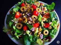 Salat Kardashian mit Mais und Sonnenblumenkernen