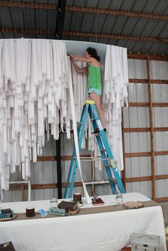 Would be so cool to do this somewhere in the café, but takes a LOT of streamers. Party Set, Diy Party, Party Time, Stage Design, Event Design, Vitrine Design, Diy Décoration, Display Design, Streamers