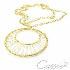 Colar Cerchio, folheado a ouro, com duas correntes compridas e um pingente grande.  #Cassie #semijoias #acessórios #love #look #girl #cute #cool #moda #fashion #tendências #trends #estilo #inspiração #Inspired #diorinspired #pérolas #argolas #glamour #likes #dourado #folheado #lookdodia #party #amo #instamoda #sãopaulo  #picoftheday