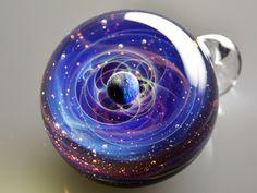 Des systèmes planétaires dans des billes de verre