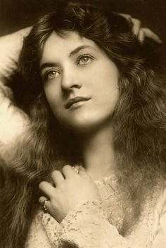 """my-retro-vintage: """"Maude Fealy (March 1883 – November was an American stage and silent film actress whose career survived into the talkie era """" Antique Photos, Vintage Pictures, Vintage Photographs, Old Pictures, Vintage Images, Old Photos, Foto Portrait, Foto Transfer, Old Photography"""