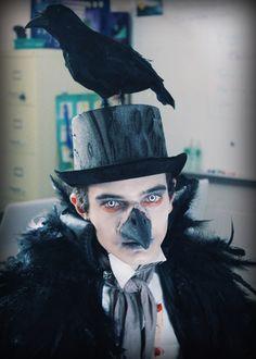El cuervo, de Edgar Allan Poe (10 disfraces literarios muy ingeniosos: http://www.eraseunavezqueseera.com/2015/02/04/10-disfraces-literarios-muy-ingeniosos/)