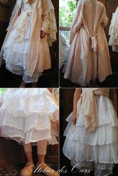 Veste en lin rose, robe blanche en organdi, jupon blanc en organdi Les Ours - Atelier des Ours.