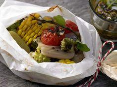 Knackiges Gemüse aus dem Pergament - mit Oliven-Minz-Vinaigrette - smarter - Kalorien: 275 Kcal - Zeit: 50 Min. | eatsmarter.de