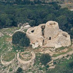 """Complesso Nuragico di Serbissi  situata sul """"Taccu"""" di Osini,  rocca naturale calcarea  ad un' altezza di 964 mt con eccezionale panorama  sull'Ogliastra e sulle Barbagie.  Il complesso fu utilizzato dall'età del Bronzo antico (3.300-2.000) a quella del Bronzo finale (1.550-1.200).  Osini OGLIASTRA"""