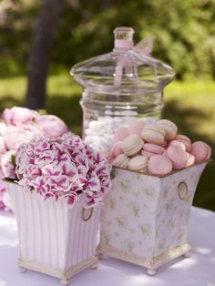 Hydrangea and French macarons ideal for the buffet.  http://www.instyle.gr/photo-gallery/roz-vaftisi-koritsiou/