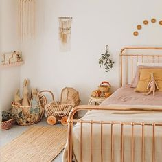 35 Amazingly Pretty Shabby Chic Bedroom Design and Decor Ideas - The Trending House Bedroom Vintage, Vintage Girls Rooms, Modern Bedroom, Kids Bedroom, Bedroom Decor, Bedroom Ideas, Nursery Ideas, Bedroom Lighting, Bedroom Lamps