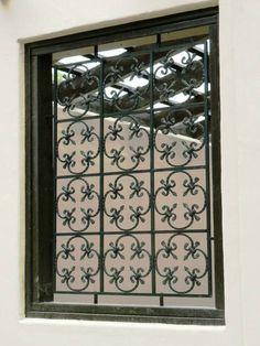 Wrought Iron Screen in Fleur de lis pattern