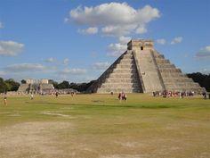 Chichén Itzá - México -  La zona arqueológica de Chichén Itzá, en Yucatán, es Patrimonio Cultural de México, y debido a su importancia fue reconocida internacionalmente, al ser declarada y quedar inscrita en la lista de Patrimonio de la Humanidad por la UNESCO, en 1988.