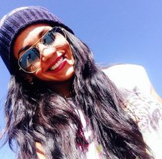Vania Bludau con lentes de sol Mirrored Sunglasses, Sunglasses Women, Fashion, Sun, Lenses, Moda, Fashion Styles, Fashion Illustrations