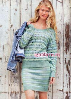 Повседневный костюм в зелено-голубых тонах: пуловер и юбка в полоску. Вязание спицами