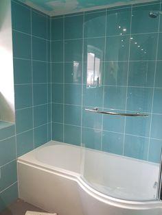 Turquoise bathroom - the bathtub