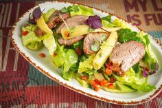 Country salad with marinated roast beef [Funny Cabany // Moscow] Roast Beef, Moscow, Tacos, Menu, Mexican, Salad, Chicken, Ethnic Recipes, Restaurants