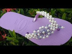 Tutorial Diy Chinelo Decorado Passo a passo de Como Fazer Trama de Pérolas 324 - YouTube Tutorial Diy, Beaded Shoes, Beaded Ornaments, Huaraches, Diy And Crafts, Flip Flops, Baby Shoes, Slippers, Footwear