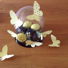 Oeuf de Pâques et papillons