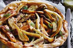 Fenchel-Pastinaken-Tarte Tatin Quiche, Japchae, Sausage, Pizza, Meat, Ethnic Recipes, Food, Tarte Tatin, Food Portions