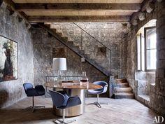 casa de piedra con decoracion minimalista