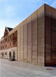 the Kulturspeicher in Würzburg by Brückner & Brückner, a design that uses polished materials to raise awareness of the stone from the old factory Brick Architecture, Industrial Architecture, Contemporary Architecture, Architecture Details, Interior Architecture, Wood Facade, Building Renovation, Adaptive Reuse, Facade Design