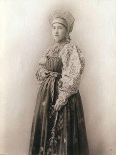 Russian 19th century traditional costume (Novgorod?)