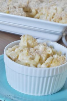 Creamy Baked Mac and Cheese Recipe {The Love Nerds} #pasta #macandcheese #partyrecipe