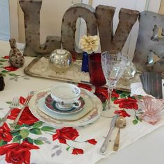 Vintage decor #weddingideas #weddingdecorations #weddingrental #vintagewedding #vintage #twomonkeysvintage