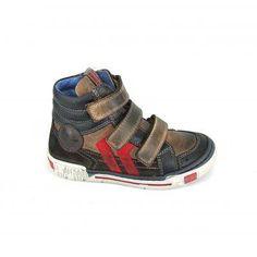 Stoere jongens boots van het merk Red Rag, model 4456! Deze klittenbandschoenen zijn uitgevoerd in een kleurencombinatie van donkerbruin, li...