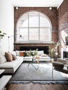 Dormitor deasupra bucătăriei și cărămidă expusă într-un apartament de 65 m² Jurnal de design interior