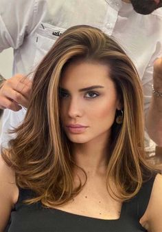 Gorgeous Medium Brown Hair Looks for Girls In 2020 Brown Hair Balayage, Brown Blonde Hair, Hair Color Balayage, Blonde Highlights On Brunette, Balayage Hair For Brunettes, Highlighted Hair For Brunettes, Brown Highlighted Hair, Highlights For Brunettes, Brunette Hair Colors