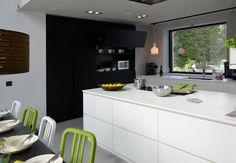 Mustavalkoinen keittiö, saareke, Casa Forte, Asuntomessut 2012 Vuores