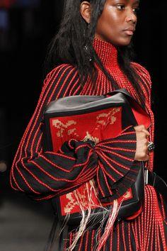 Alexander McQueen Fall 2017 Ready-to-Wear Accessories Photos - Vogue
