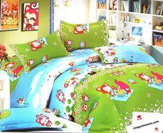 Свежо спално бельо в синьо и зелено с весели картинки - пролет, небе и поляна. Свеж и красив десен. Изключително меката и приятна материя от сатениран памук, допринася за уюта и комфорта на вашия сън. Чаршафите и калъфките са с еднакъв десен. Внесете свежест и цвят в спанята си.