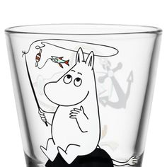 The Moomintroll Fishing Glass from Iittala has a charming motif of Tove Jansson's beloved character Moomin, fishing on a rock. This is the ultimate summer glass, and it is perfect to match with the other glasses from the same series! Moomin Shop, Trolling Fishing, Tove Jansson, Lassi, Funny Mugs, Matcha, Home Gifts, Finland, Tumbler