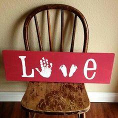 À faire avec son enfant. Ma main, ses pieds. Super idée cadeau pour la grand-maman, ou à mettre dans sa propre maison.