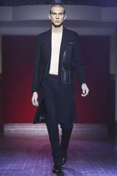 Maison Margiela Menswear Fall Winter 2015 Paris trends :material mix leather and wool and big applicated bag statement